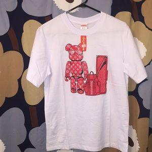 NWT Supreme T-shirt tags say XL but runs small